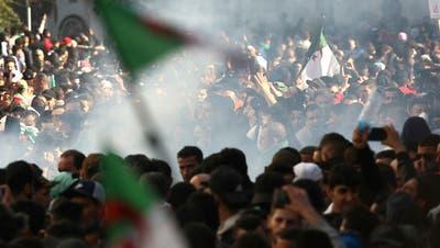 Zehntausende Algerier auf der Strasse gegen Präsident Bouteflika