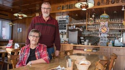 Die Gaststube ist ihr Zuhause: Hugo und Hedy Steinmann schliessen die «Eintracht» in Ufhusen im Sommer. (Bild: Boris Bürgisser, 15. Februar 2019)