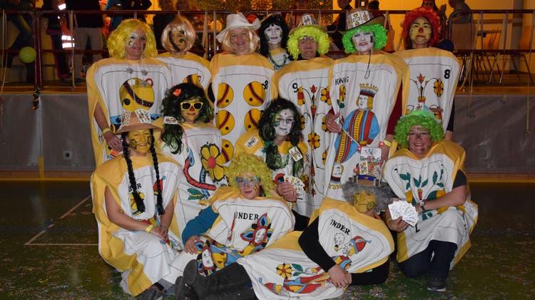 Schön und zum Teil ein bisschen versaut: Einige Gäste trugen am letzten Katerball zum Teil sehr aufwendige Kostüme. Damit verliehen sie dem einst rauschenden Fest noch einmal ein bisschen Glanz. Vereinzelte von ihnen hielten bis in die frühen Morgenstunden durch. Bilder: Lara Wüest