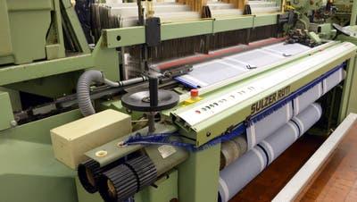 Auf solchen Maschinen wird in Bütschwil produziert. (Bild: PD)