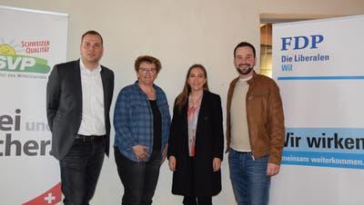 Sie können sich über den Abstimmungssieg freuen: von links Benjamin Büsser und Ursula Egli (beide SVP) sowie Salome Zeintl (Jungfreisinnige) und Claudio Altwegg (FDP).
