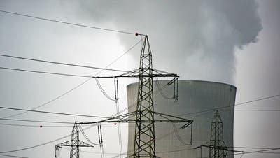 Der Kühlturm des Atomkraftwerks Gösgen. (Bild: Benjamin Manser, Niedergösgen, 1. November 2016)