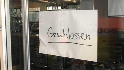 Ein Zettel an der Eingangstür verkündet die Schliessung des «F.A.X.». (Bild: Urs Brüschweiler)