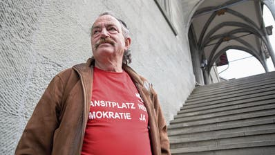 Ausländische Fahrende: Herr Mürner will sein Dorf zurück
