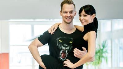 Ex-Miss Schweiz Anita Buri trainiert mit Tanz-Coach Michal Vajcik im Dancemore in Frauenfeld für die SRF-Tanzsendung«Darf ich bitten?». (Bild: Reto Martin)