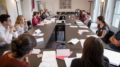 Während der kantonalen Jugendsession diskutieren jeweils zahlreiche Jugendlich im Luzerner Regierungsgebäude. (Bild: Manuela Jans-Koch, 28. Oktober 2016)