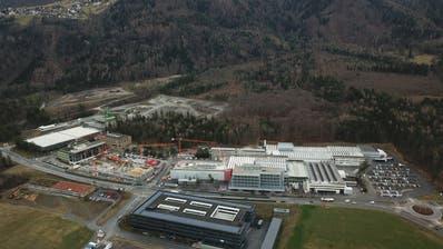 Ende 2019 soll das Bürogebäude Mitte am Hauptsitz in Schaan fertig sein, Ende 2020 das Bürogebäude Nord (links). (Bild: PD, 4.März 2018