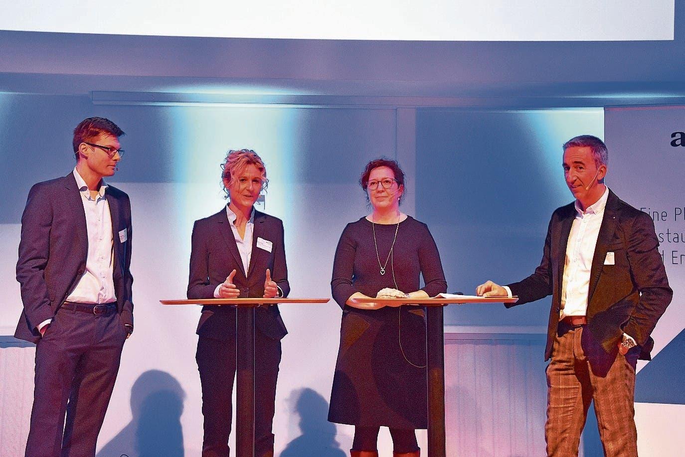 Diskutierten über die digitale Arbeitswelt der Zukunft (von links): Start-up-Betreuer Walter Regli, Raiffeisen-HR-Fachfrau Heidi Bösch, Fachhochschulprofessorin Alexandra Cloots und Patrick Berhalter vom AGV.