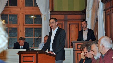 Simon Wolfer stellt an der Parlamentssitzung acht Anträge. Vier davon zum neuen Einbürgerungsreglement. (Bild: Sabrina Bächi)
