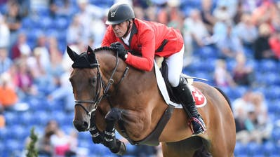 Der Luzerner Paul Estermann mit seinem PferdCastlefield Eclipse bei den FEI European Championships in Aachen. (Bild: EPA/UWE ANSPACH, Aachen, 19 August 2015)