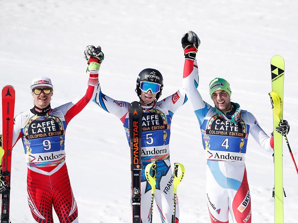 Der Österreicher Manuel Feller, Sieger Clément Noël und Daniel Yule bilden das letzte Podest der Saison (Bild: KEYSTONE/EPA/GUILLAUME HORCAJUELO)