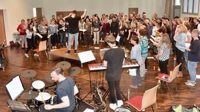 Einmalige Probe mit Sängern und Musikern gemeinsam. (Bild: Heidy Beyeler)