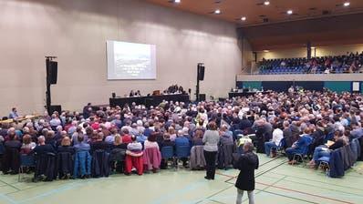 Die ausserordentliche Gemeindeversammlung in Sursee war gut besucht. (Bild: Martina Odermatt)