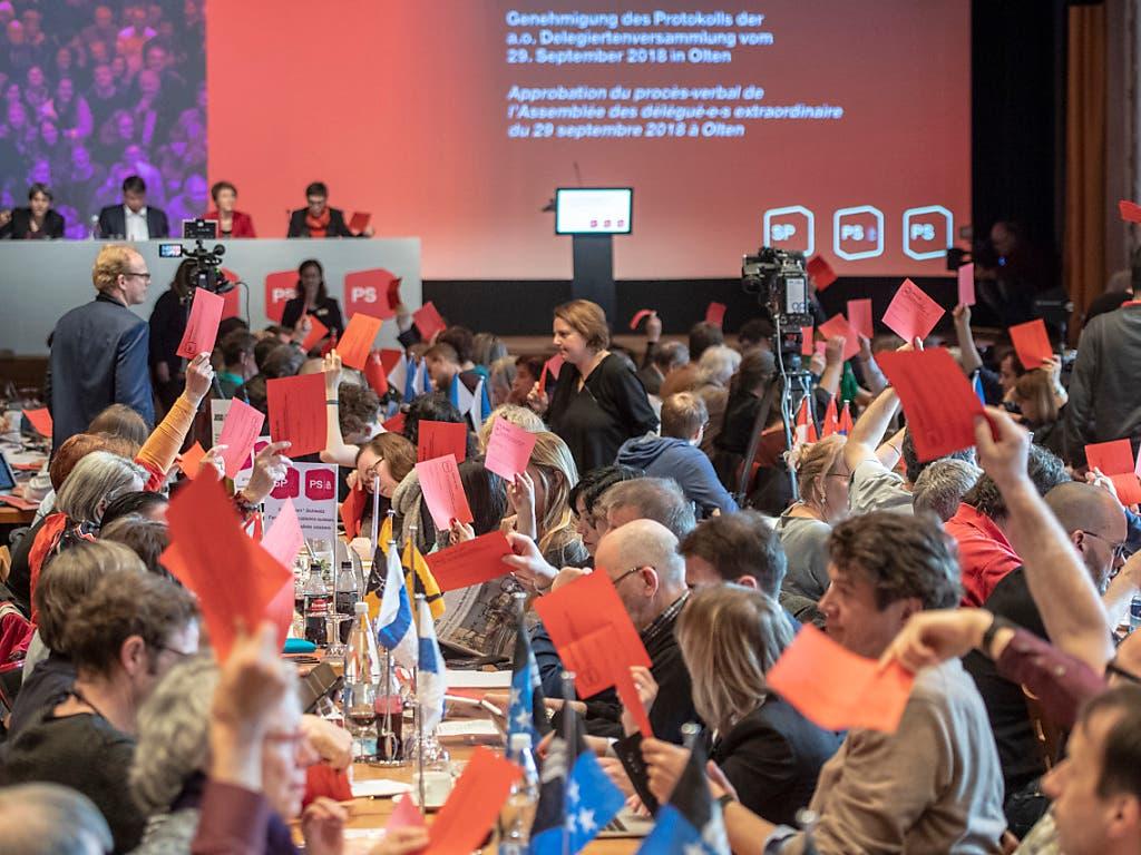 Holten sich Schwung fürs anstehende Wahljahr: Die Delegierten der SP Schweiz. (Bild: KEYSTONE/URS FLUEELER)