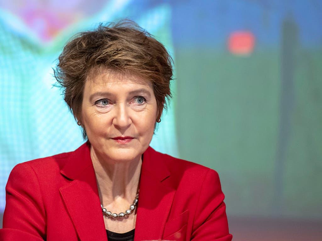 «Wir brauchen einen Klimaschulterschluss», sagte Bundesrätin Simonetta Sommaruga am Samstag in Goldau. (Bild: KEYSTONE/URS FLUEELER)