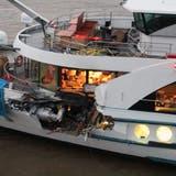Das Schweizer Passagierschiff MS Edelweiss prallte gegen vier Uhr gegen das mit Autos beladene Frachtschiff. (NLTimes/Twitter)