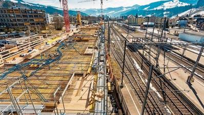 Derzeit laufen am Haus an der Bahnhofstrasse 20 in Wattwil die Arbeiten an der Decke im ersten Obergeschoss. (Bild: PD)
