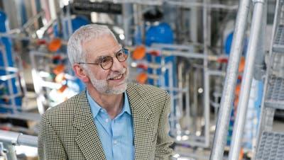 Guido Stäger, Chef der Schweizer Zucker AG, vor der neuen Pektin-Anlage in der Frauenfelder Fabrik. (Bild: Donato Caspari (13. März 2019)