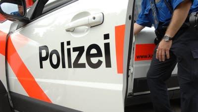 Die Kantonspolizei Thurgau beklagt einen speziellen Vorfall – ein Mitarbeiter wurde durch einen Schuss verletzt. (Symbolbild: Nana Do Carmo)