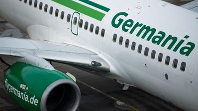 Ein Flugzeug der Fluggesellschaft Germania. Die Berliner Fluggesellschaft ist pleite. Bild: Monika Skolimowska/KEY