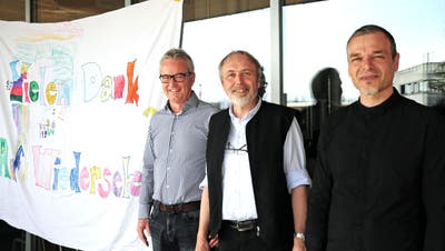 Stiftungspräsident Werner Tobler, der abtretende Leiter Markus Heer und der neue Leiter Jürg Schocher. (Bild: Sabrina Bächi)