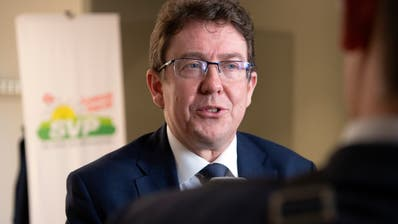 Albert Rösti, SVP Parteipräsident gibt den Medien die Schuld am Wahldebakel seiner Partei in Zürich. (KEYSTONE/Anthony Anex)