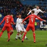 Der Ausgleich für Dänemark in der 93. Minute: Henrik Dalsgaard (in Weiss, Nr. 14) köpfelt das 3:3. (Bild: Fabrice Coffrini/AFP)