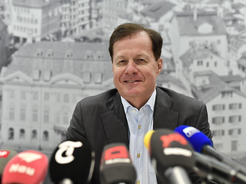 Will GC vor dem Abstieg retten: Der designierte GC-Präsident Dr. Stephan Rietiker stellt sich den Medien vor (Bild: KEYSTONE/WALTER BIERI)