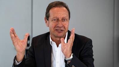 Der Deutsche Hellmut Krug, VAR-Projektleiter in der Schweiz, bei der Pressekonferenz am Donnerstag in Muri. (Bild: Urs Lindt/Freshfocus (28. März 2019))