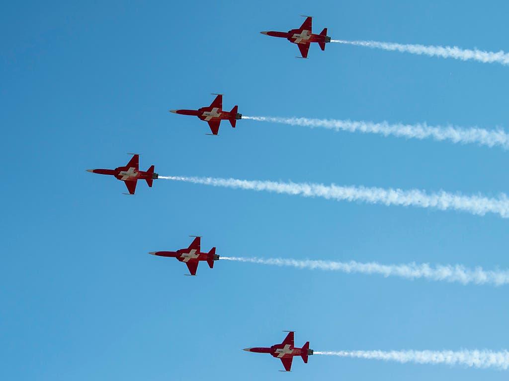 Gegen einen Piloten der Kunstflugstaffel «Patrouille Suisse» wird im Zusammenhang mit einem Unfall in den Niederlanden eine Voruntersuchung eingeleitet. (Bild: KEYSTONE/MARCEL BIERI)