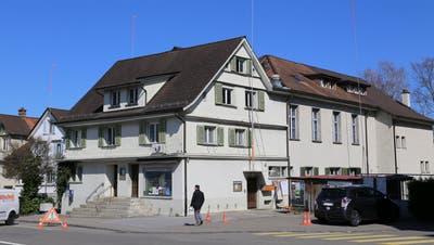Auf den Liegenschaften rund um das Restaurant Schäfli sollen neue Wohnhäuser gebaut werden. (Bild: Laura Manser)