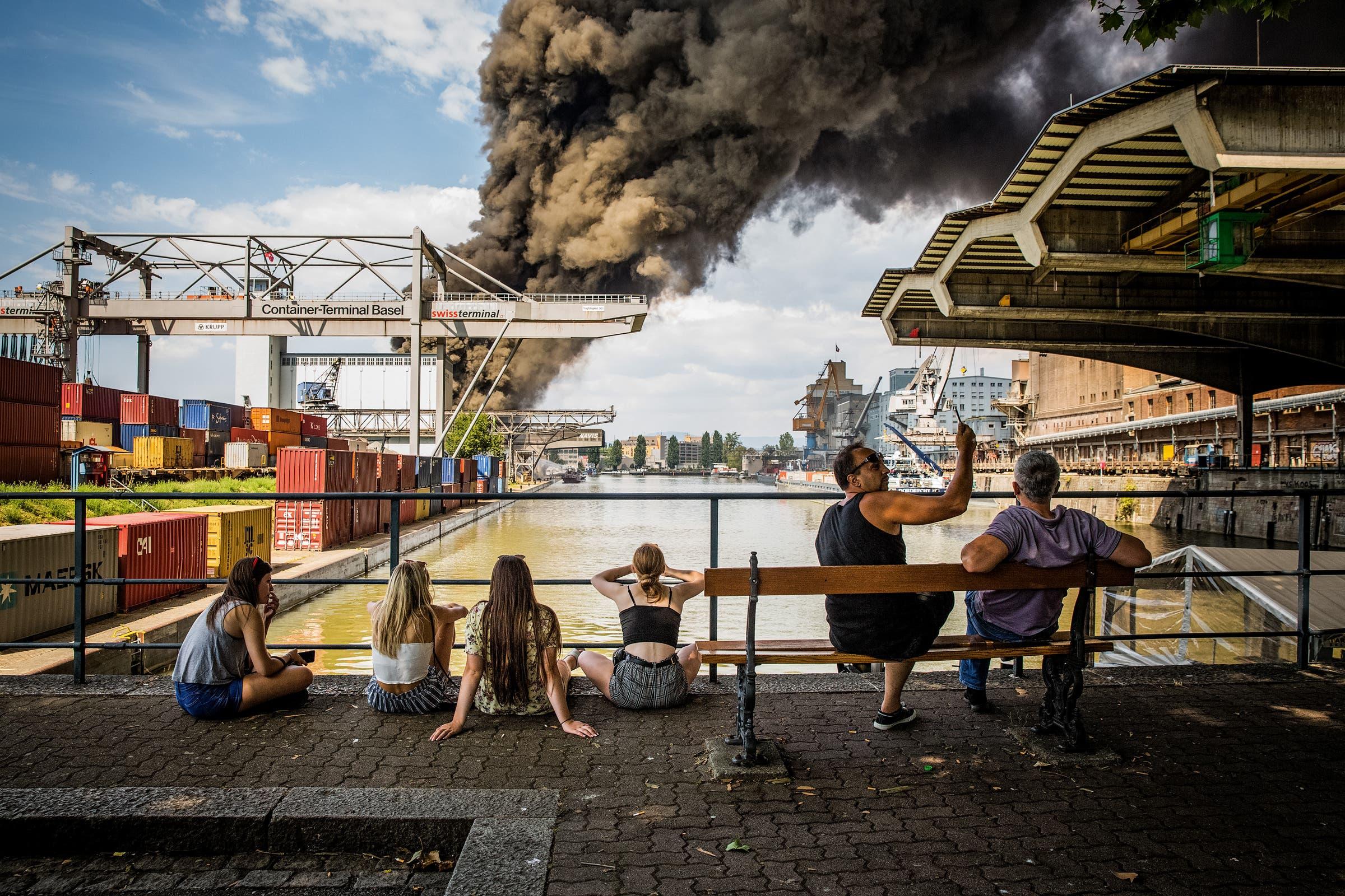 1. Preis News: Rauchsäule über Basel. (Bild: Stefan Bohrer für «Blick»)