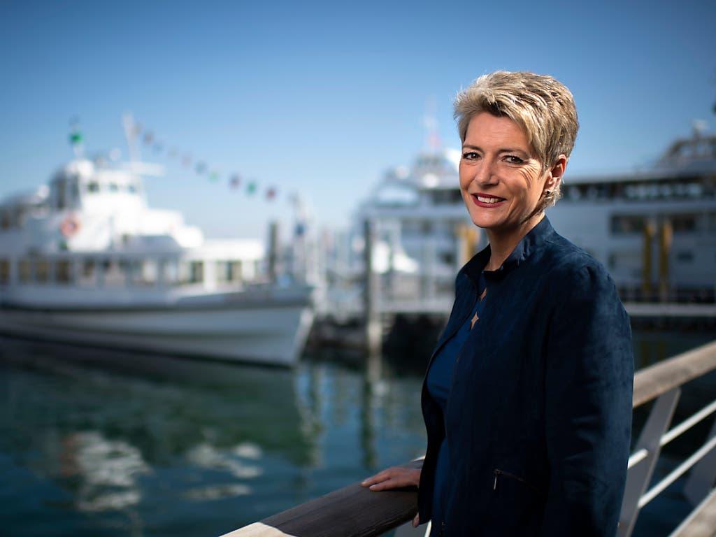 Bundesrätin Karin Keller-Sutter (FDP) informierte am Freitag auf dem Motorschiff «Säntis» in Romanshorn über ihre Prioritäten als Justizministerin. (Bild: Keystone/Gian Ehrenzeller)