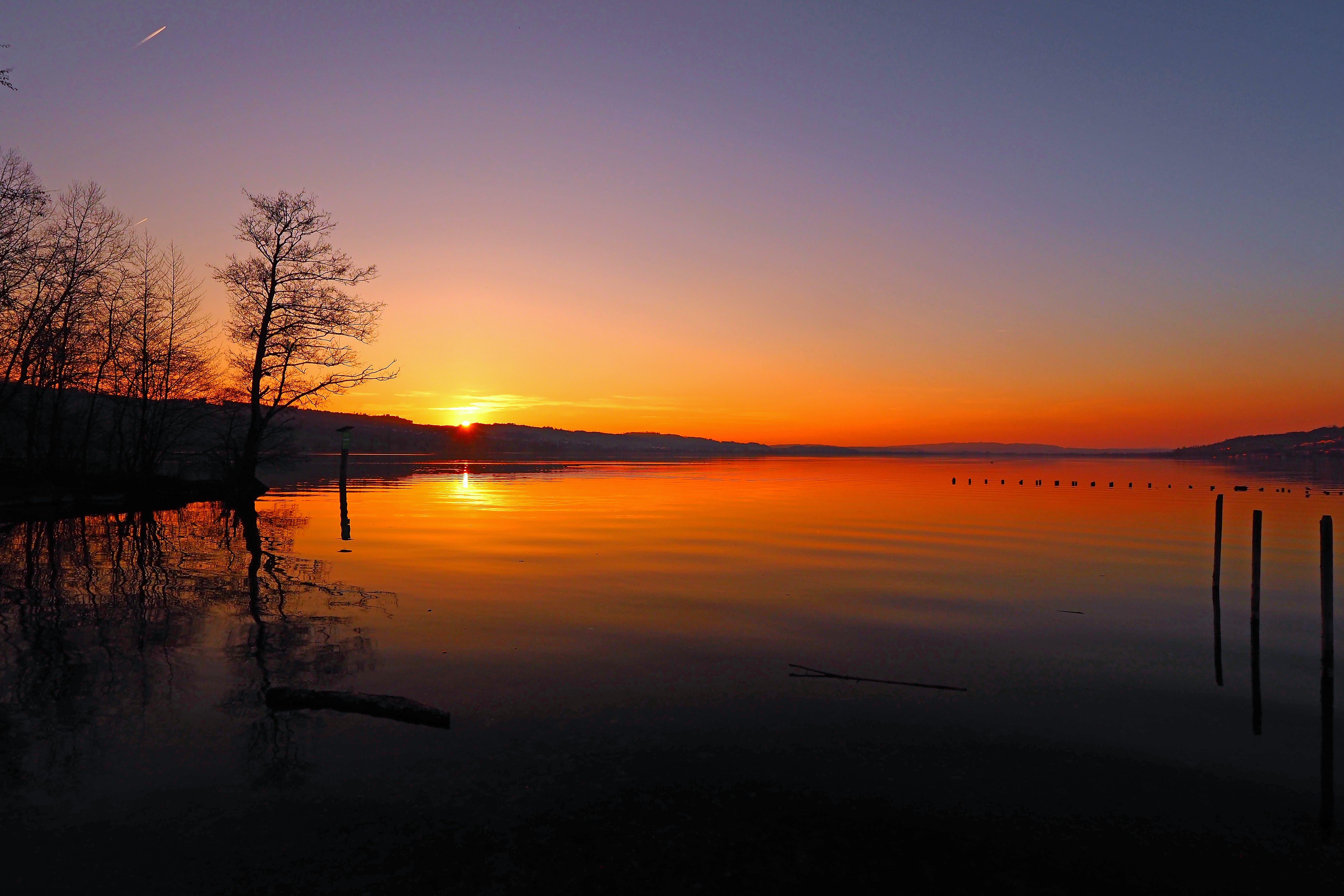 Sonnenuntergang am Sempachersee nach einem prächtigen Tag. (Bild: Marianne Schmid, Sempach, 30. März 2019)