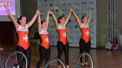 Die Erleichterung. Nach ihrer letzten Kür als Spitzensportlerinnen freuen sich Céline Burlet, Flavia Zuber, Jennifer Schmid und Melanie Schmid (von links) auf die Zeit nach dem Sport. (Bild: Christoph Heer)