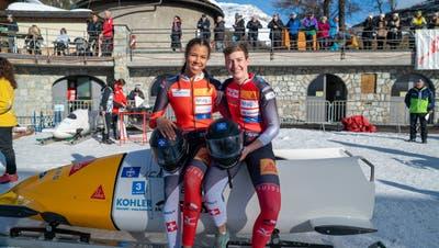 Melanie Hasler (links) und Jasmin Näf konnten im Bündnerland mit der gewonnenen Silbermedaille überzeugen. Nach den bisherigen Plänen sind die zwei auch in der nächsten Saison gemeinsam unterwegs. (Bild: PD)
