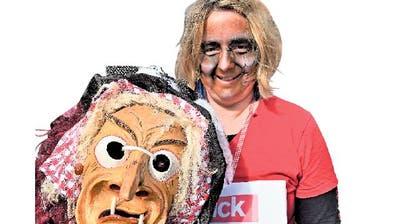 Isabel Berchtold mit ihrer Hexenmaske. (Bild: Romano Cuonz, Giswil, 3. März 2019)