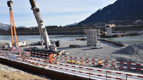 Der zweite von drei Teilen der Rheinbrücke Buchs-Vaduz ist montiert