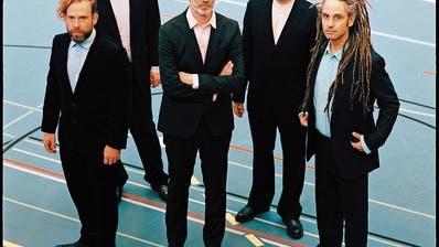 Die fünf St.Galler sind meistens in Anzügen unterwegs: die beiden Brüder Christian und Dominik Kesseli, Manuel Stahlberger, Marcel Gschwend und Michael Gallusser. (Bild: Adrian Elsener/Eisbüro)