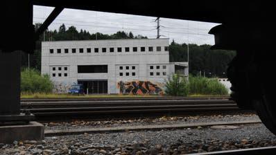 In diesem sogenannten«Ballastbau» beim Bahnhof Ebikon könnte dereinst das Sozialversicherungszentrum mit 700 Arbeitsplätzen entstehen.(Archivbild: LZ/Eveline Beerkircher)