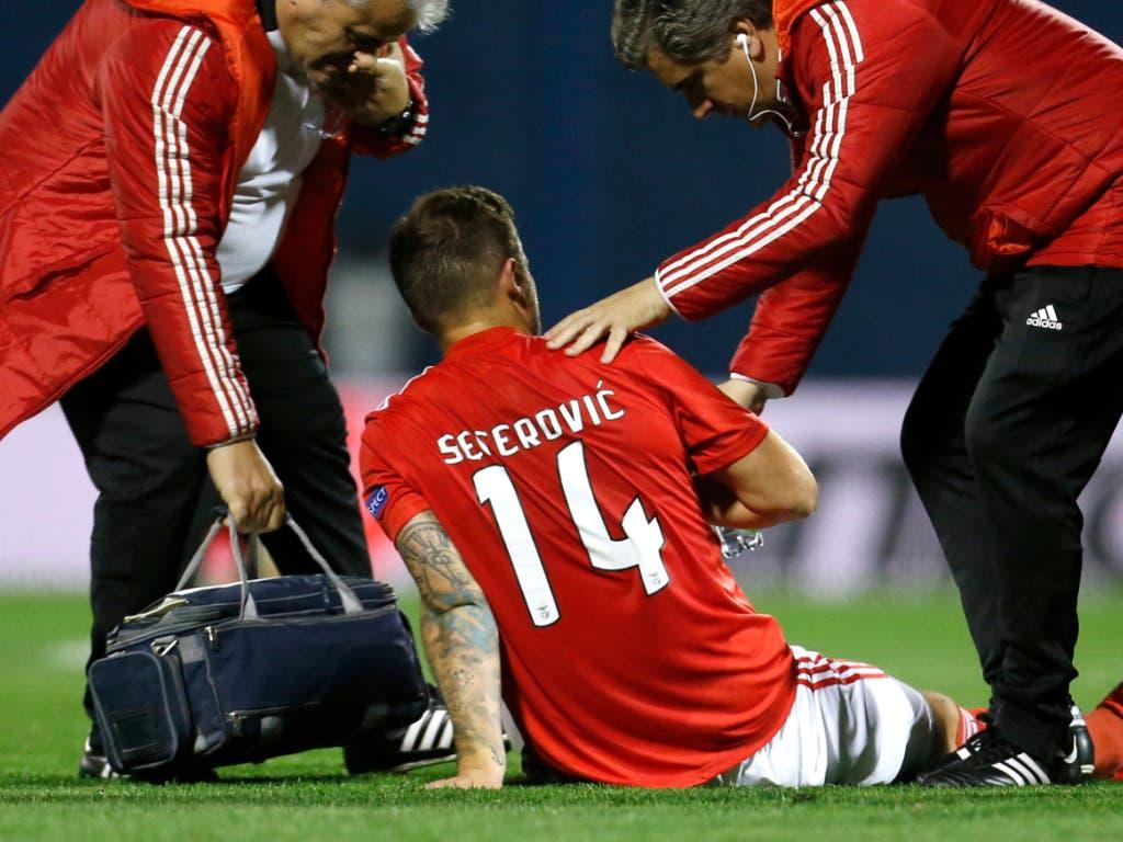 Benficas Stürmer Haris Seferovic musste verletzungsbedingt in der ersten Halbzeit ausgewechselt werden (Bild: KEYSTONE/AP/DARKO BANDIC)