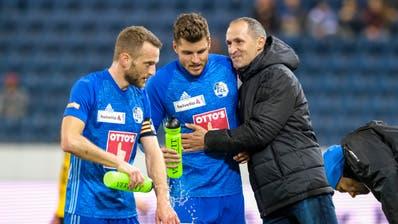 FCL-Trainer Thomas Häberli (rechts) während dem Cup-Viertelfinal gegen YB zusammen mit seinen Spielern Pascal Schürpf (Mitte) und Christian Schneuwly.(Bild: Martin Meienberger/Freshfocus (Luzern, 6. März 2019))