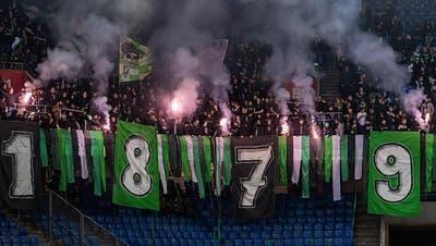 St.Gallens Fans im Stadion St. Jakob-Park in Basel, am Samstag, 9. Februar 2019. (KEYSTONE/Georgios Kefalas)