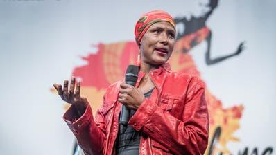 Waris Diriefreut sich, dass ihre Geschichte auf die Bühne kommt. (Bild: Michel Canonica / TAGBLATT)