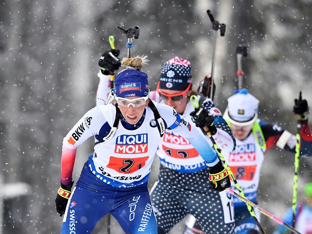 Elisa Gasparin (vorne) verlor schon kurz nach dem Start etwas Terrain (Bild: KEYSTONE/AP TT News Agency/ANDERS WIKLUND)