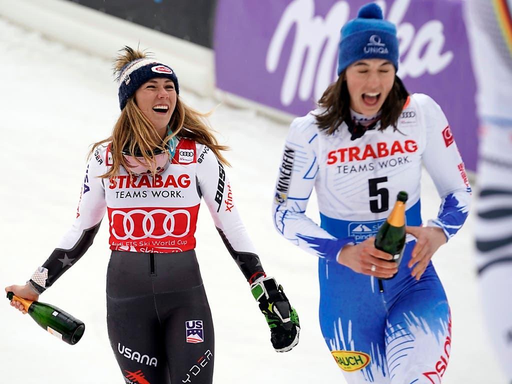 Siegerin Petra Vlhova und Mikaela Shiffrin in Champagner-Laune (Bild: KEYSTONE/AP/GIOVANNI AULETTA)