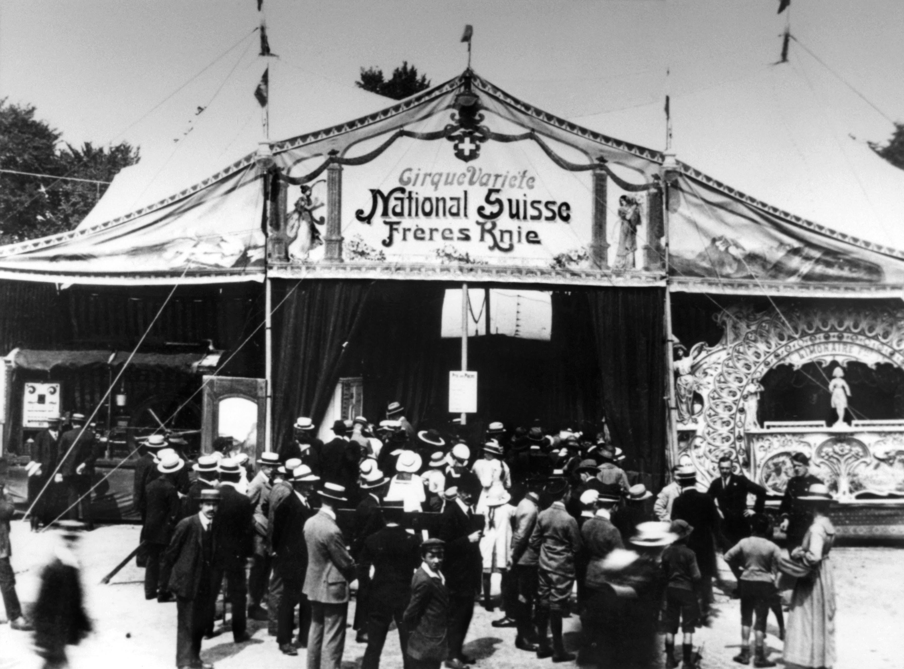 1919: Grosser Besucherandrang vor dem Circus Knie im Gründungsjahr. (Bild: Keystone)