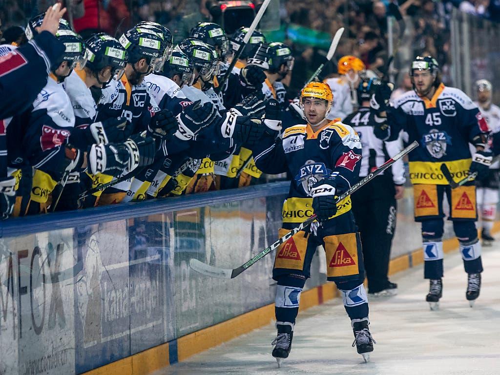 Erfolgreicher Auftakt in die Playoffs für Lino Martschini und den EV Zug (Bild: KEYSTONE/ALEXANDRA WEY)