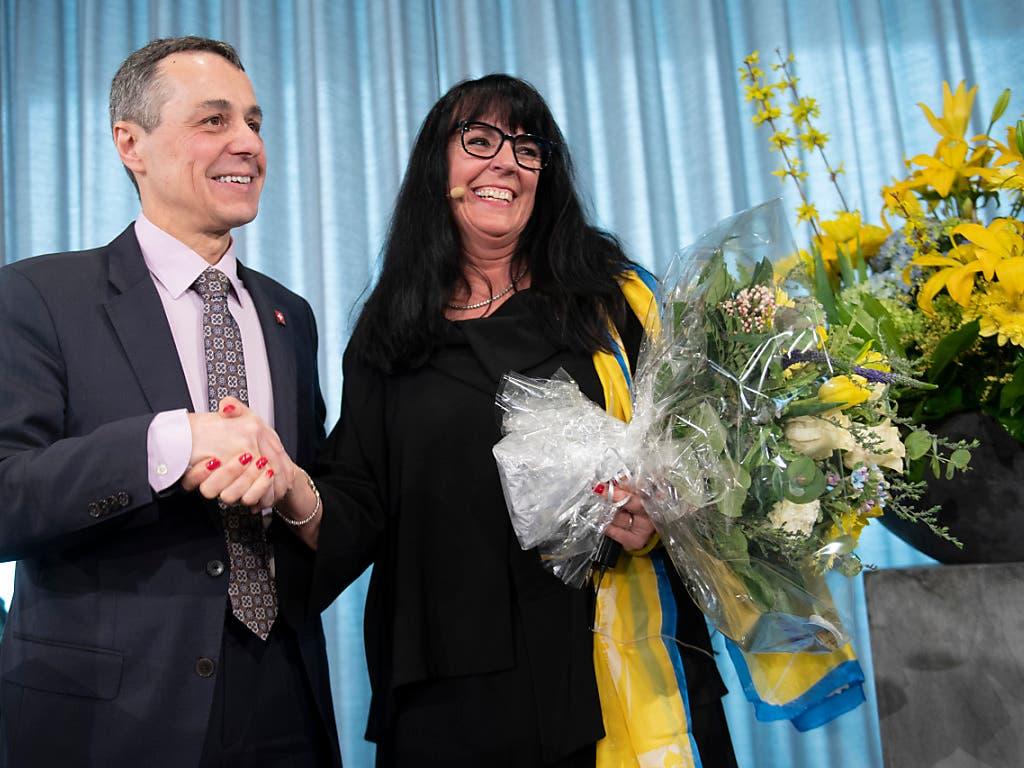 EVP-Präsidentin Marianne Streiff-Feller (r.) und Bundesrat Ignazio Cassis an der EVP-Feier auf dem Gurten bei Bern. (Bild: KEYSTONE/MARCEL BIERI)