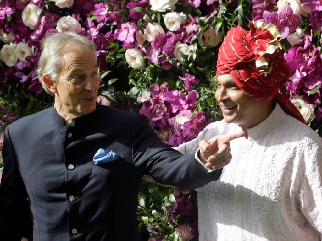 Auf der Gästeliste stand auch der britische Ex-Premierminister Tony Blair. (Bild: KEYSTONE/AP/RAJANISH KAKADE)